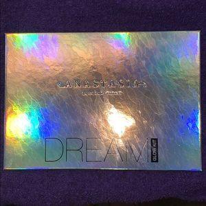 Anastasia Beverly Hills Dream Highlighter Palette✨